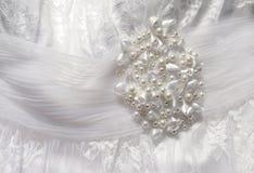 Texturera bröllopsklänningen, den vita torkduken som gifta sig bakgrund tyg Royaltyfri Bild