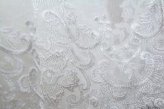 Texturera bröllopsklänningen, den vita torkduken som gifta sig bakgrund tyg Royaltyfria Bilder