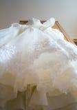 Texturera bröllopsklänningen, den vita torkduken som gifta sig bakgrund tyg Fotografering för Bildbyråer