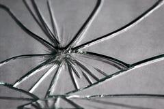 Texturera brutet exponeringsglas in i liten styckbakgrund arkivbilder