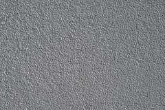 Texturera den ljusa murbrukväggen med en konvex yttersida Arkivbilder