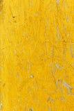 Texturerad abstrakt bakgrund i gul färg Royaltyfria Foton