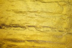 Texturerad abstrakt pappers- guld för bakgrund Arkivfoton