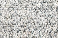 Texturerad bakgrund av den buse Stuckatur-täckte kräm- tegelstenväggen Arkivbild