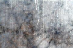 Texturerad bakgrund av det smutsiga fönsterexponeringsglaset arkivfoto