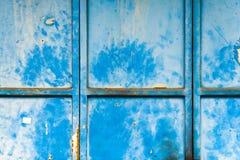 Texturerad blå vägg med fläckar och rost Arkivfoto