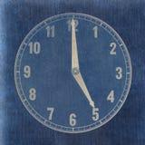 Texturerad gammal pappers- klockaframsida som visar 5 Royaltyfria Bilder