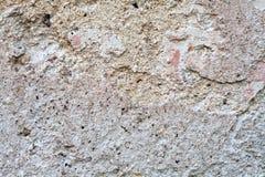 Texturerad gammal vägg med sprickor och kärvhet Royaltyfri Fotografi