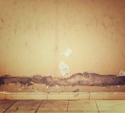 Texturerad grungevägg- och golvmodell Arkivbild