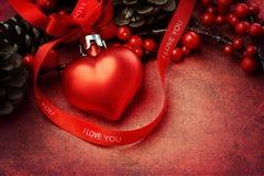 Texturerad julbakgrund med hjärtaprydnaden Royaltyfri Bild