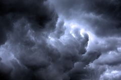 Texturerad skyscape: stormig molnscape för natt med lutning Royaltyfria Bilder
