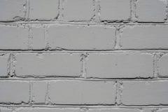 Texturerad tegelstenvägg som målas i vit färg, bakgrund royaltyfria foton