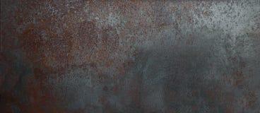 Texturerad väggbakgrund för rost metall med skrapor Mörk grun arkivbild