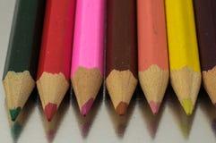Texturerade nya kulöra blyertspennor Arkivfoton