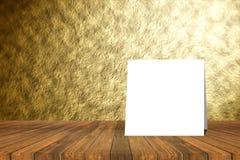 Texturerar den pålagda tabellen för det vita kortet och den suddiga abstrakta guld- väggen bakgrund produktskärmmall 3d business  Royaltyfria Bilder