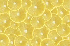 Texturerar skivor av den nya gula citronen bakgrund Arkivbild
