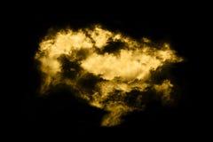 Texturerat moln, abstrakt guld- som isoleras på svart bakgrund Royaltyfri Fotografi