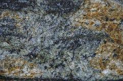 Texturerna av den naturliga stenen Bakgrunden är vit, blått, gult - brunt arkivbilder