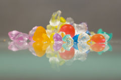 Textures abstraites des boules cassées de gelée avec des réflexions Image stock