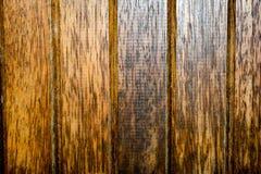 Textures abstraites : Lamelles en bois vernies de vieillissement d'une porte image libre de droits