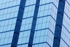 Texturfönster av en modern byggnad Arkivfoto