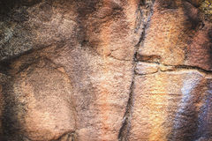 Texturice y resuma el fondo una pared grande de la roca adorne el parque Fotos de archivo