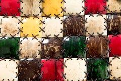 Texturmosaikkokosn?t T?tt g?ras dekoren av naturliga ecomaterial Textur f?r palmtr?dfibersk?ll med repet f?rgrikt royaltyfria foton