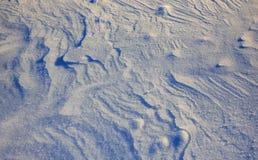 Textursnö Snöig bergmaxima med mist på den soliga dagen Carpathian Ukraina, Europa Royaltyfria Bilder