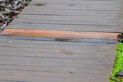 Textuur: één nieuwe raad op de oude brug Stock Afbeelding