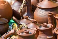 Textuur, achtergrond Aardewerk potten, schotels, en andere artikelen m royalty-vrije stock fotografie