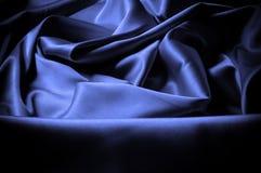 Textuur, achtergrond, patroon De donkerblauwe sering van de zijdestof dit Royalty-vrije Stock Afbeeldingen