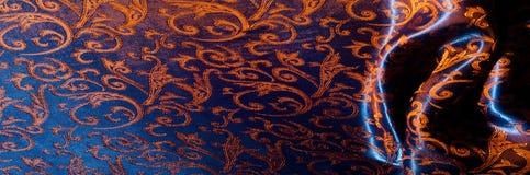 Textuur, achtergrond, patroon het Koninklijke monogram van de zijdedoek Mozes V stock foto