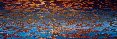 Textuur, achtergrond, patroon het Koninklijke monogram van de zijdedoek Mozes V stock fotografie