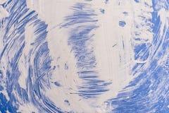 Textuur blauwe oppervlakte met witte verfscheidingen Stock Afbeeldingen