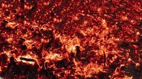Textuur brandende steenkolen als achtergrond stock afbeelding