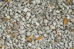 Textuur de lichtgrijze van de grint (Kiezelsteen) vloer, hoogste mening, Kiezelstenen achter stock afbeelding
