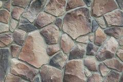 Textuur - kunstmatige decoratieve steen façade Decoratieve grijze de muur van de kleuren ruwe steen textuur als achtergrond Royalty-vrije Stock Afbeelding