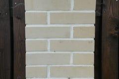 Textuur - kunstmatige decoratieve steen façade Decoratieve grijze de muur van de kleuren ruwe steen textuur als achtergrond Stock Afbeelding