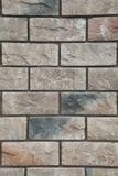 Textuur - kunstmatige decoratieve steen façade Decoratieve grijze de muur van de kleuren ruwe steen textuur als achtergrond Royalty-vrije Stock Fotografie