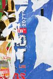 Textuur, Muur met Affiches Stock Foto's