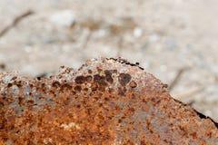 Textuur oranje roestig metaal, oud metaal en beschadigd stock afbeelding
