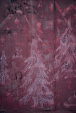 Textuur Roestige muur, silhouetten van sparren royalty-vrije stock afbeeldingen