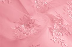 textuur roze Tulle Metaal fuchsial bloem geborduurd Tulle p stock afbeelding