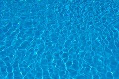 textuur van blauw water in pool stock afbeelding