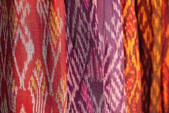 Textuur van de achtergrond van het stoffenpatroon, inheemse Thaise stijl Royalty-vrije Stock Fotografie