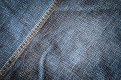 Textuur van de donkere textiel van de stoffenjeans met naad Stock Foto's