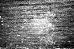 Textuur van de geschroeide oude witte bakstenen muur stock afbeelding