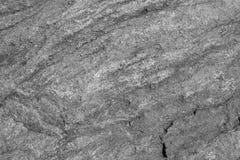 Textuur van de graniet de ruwe zwart-witte muur met barst royalty-vrije stock afbeelding