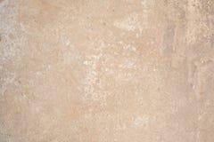 Textuur van de oppervlakte van de oude muur van het gebouw, zijn er breuken, barsten, kleurenscheidingen en zoute stortingen Stock Afbeeldingen
