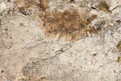 Textuur van de oude concrete muur met een beschadigde oppervlakte en kleine barsten royalty-vrije stock afbeeldingen